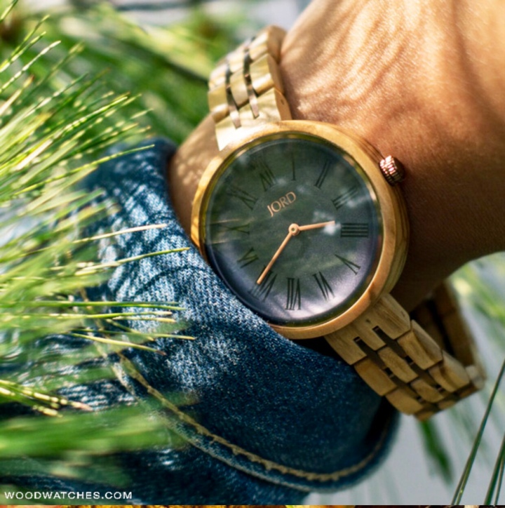 5 Spring Must Haves + Wooden Watches: A Unique Spring Accessory